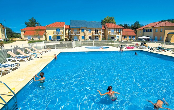 Location vacances montignac en r sidence odalys le for Piscine moulins