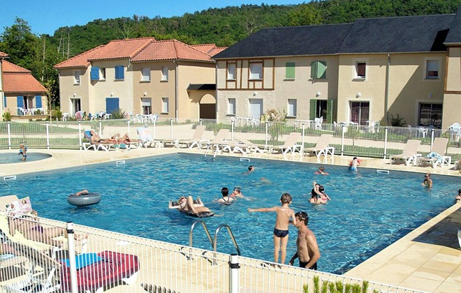 Montignac - Odalys Residence Le Hameau du Moulin : Outdoor swimming pool