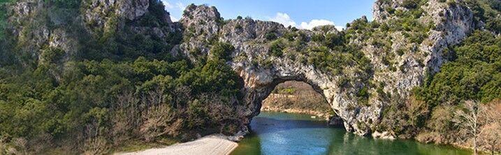 Location vacances vallon pont d arc aux portes des gorges - Office du tourisme de vallon pont d arc ...