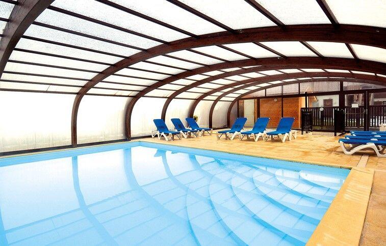 vacances avec piscine couverte chauffee Evian les Bains - Résidence Odalys Les Chalets du0027Evian : Piscine couverte  avec dôme