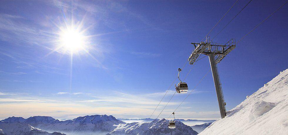 l'Alpe d'Huez station avec vue sur les Alpes