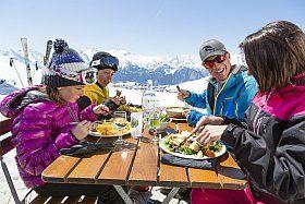 Déjeuner en famille à l'Alpe d'Huez