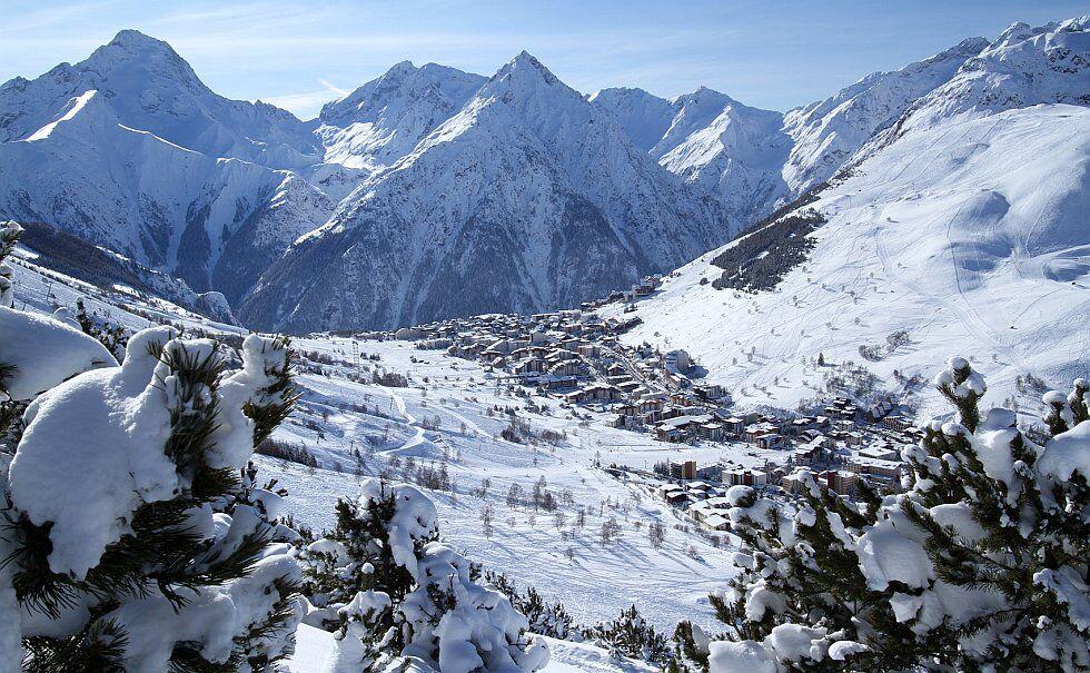 la station des deux alpes en hiver