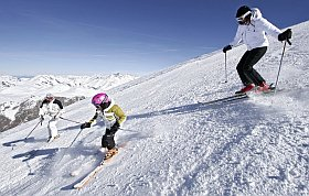 sur les pistes de ski aux Deux Alpes