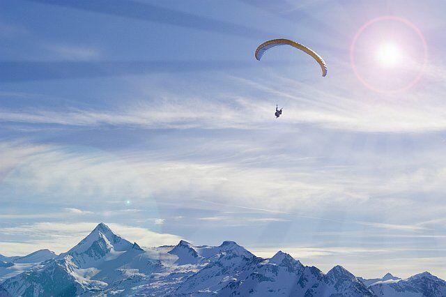 ski parapente dans les Alpes