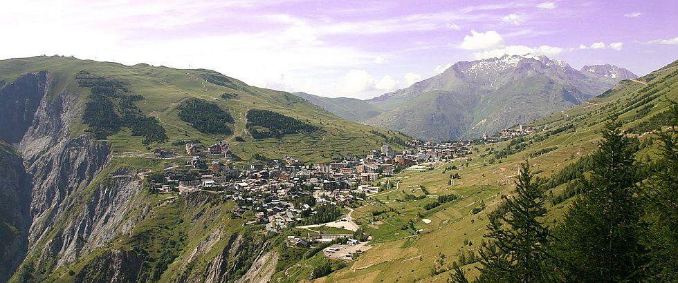panorama des Deux Alpes en été