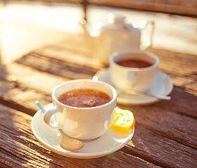 Thé chaud en terrasse à la montagne à Autrans