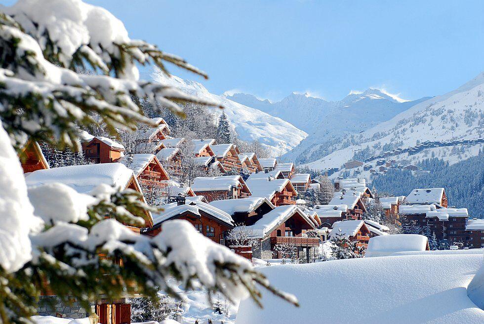 télésiège au dessus des nuages dans les Alpes