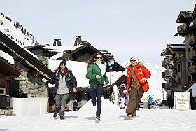 en direction des pistes de ski de Paradiski