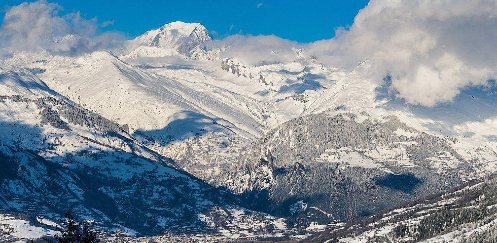 Panorama enneigé en Savoie aux Arcs