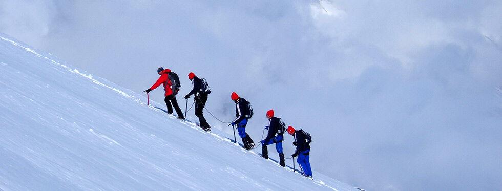randonnées glaciaires dans les sommets enneigés de Tignes