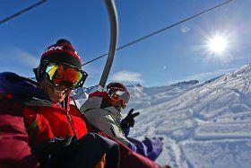 skieurs dans les remontées mécaniques de Cauterets