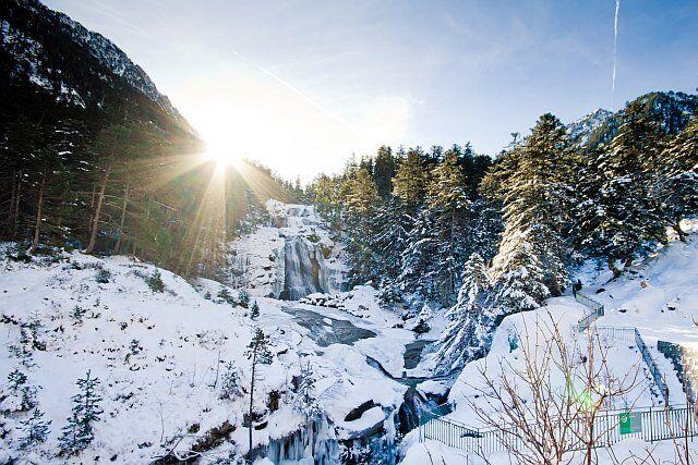 cascade d'eau gelée à Cauterets