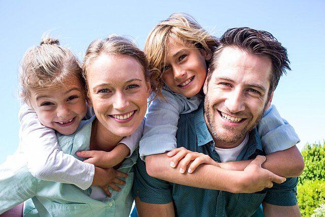 Une famille épanouïe en vacances