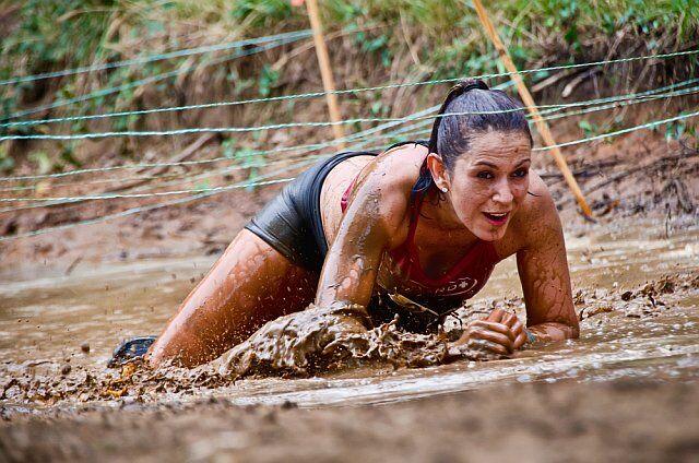 course d'obstacle dans la boue