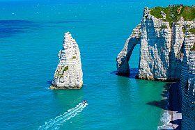 les falaises d'Etretat espace naturel en Normandie