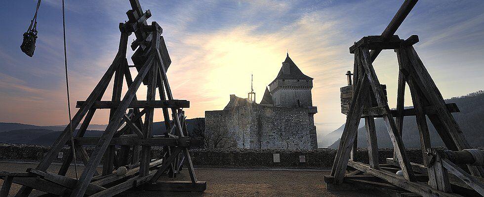 Le château de Castelnaud au crépuscule