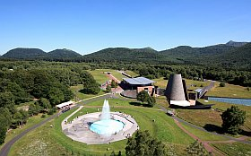 Vulcania est situé au milieu des Volcans d'Auvergne