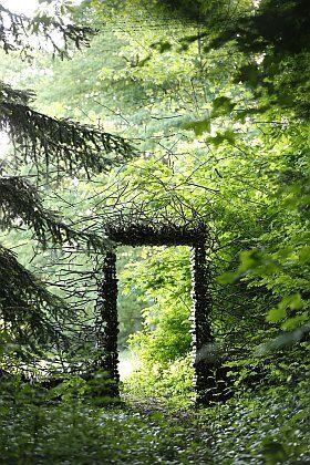 Passage, installation de Cornelia Konrads pour le Domaine de Chaumont-sur-Loire, 2015